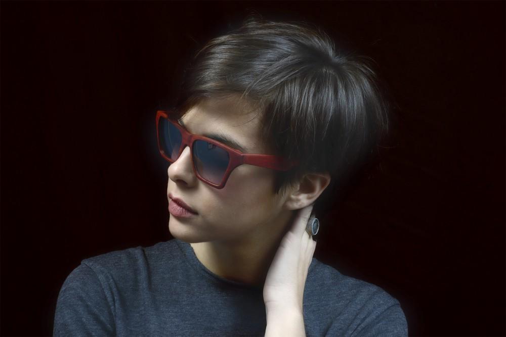 foto modella con occhiali ad arezzo