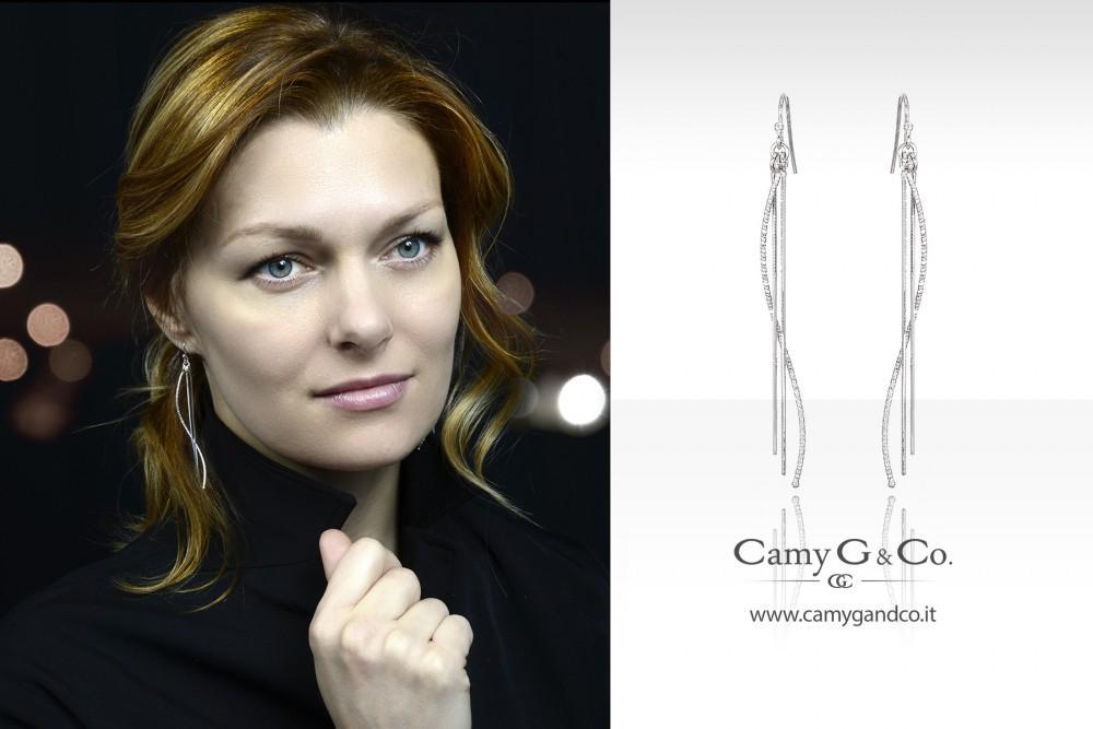 foto e grafica per pubblicità con modella che indossa gioielli ad arezzo