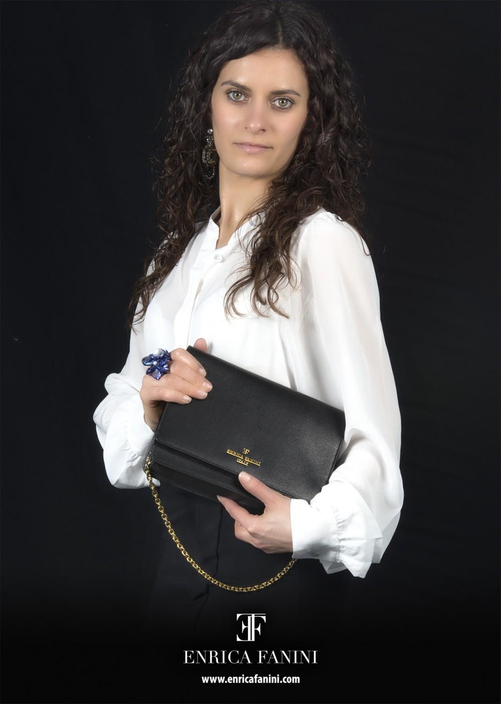 foto per pubblicità modella con borse ad arezzo