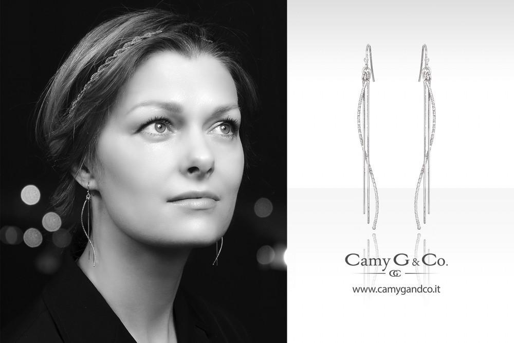Elaborazione grafica per pubblicità con modella che indossa gioielli ad arezzo