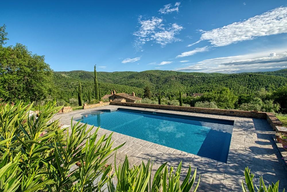 servizio fotografico per villa con piscina in toscana